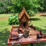 Altar s blagovoniyami. Peshhera Phaluesi. Laos. Phaluesi cave. Laos. Luang Prabangh 150x150 - Окрестности Луанг Прабанг. Пещера Пхалуеси (Phaluesi Cave). Водопад Пху Си (Phu Si Waterfall)