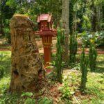 Altar u Peshhery Phaluesi. Phaluesi cave. Laos 150x150 - Окрестности Луанг Прабанг. Пещера Пхалуеси (Phaluesi Cave). Водопад Пху Си (Phu Si Waterfall)