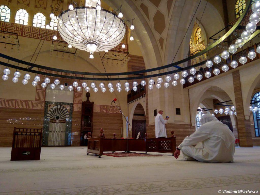 Bahrejn. Minbar v Mecheti Al Fatih v Maname. Al Fatih Mosque Manama 1024x768 - Соборная мечеть Аль-Фатих в Манаме. Al-Fatih Mosque / Great Mosque