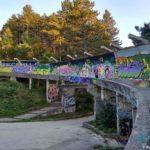 Bobslejnaya trassa pokrytaya sloem graffiti. Saraevo. Bosniya i Gertsegovina Sarajevo 150x150 - Спуск по бобслейной трассе в Сараево