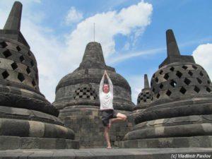 Borobudur 300x225 - Встречи-лекции с путешественником Владимиром Павловым