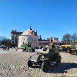 Bronevik na Rynochnoj ploshhadi Vyborga 150x150 - 9 мая в Выборге. Праздник на Красной площади, парад ретротехники военных лет
