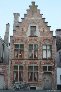 Dom s tsiframi na fasade v Bryugge 200x300 - Условия путешествий во времени. Рекомендации для туристов.
