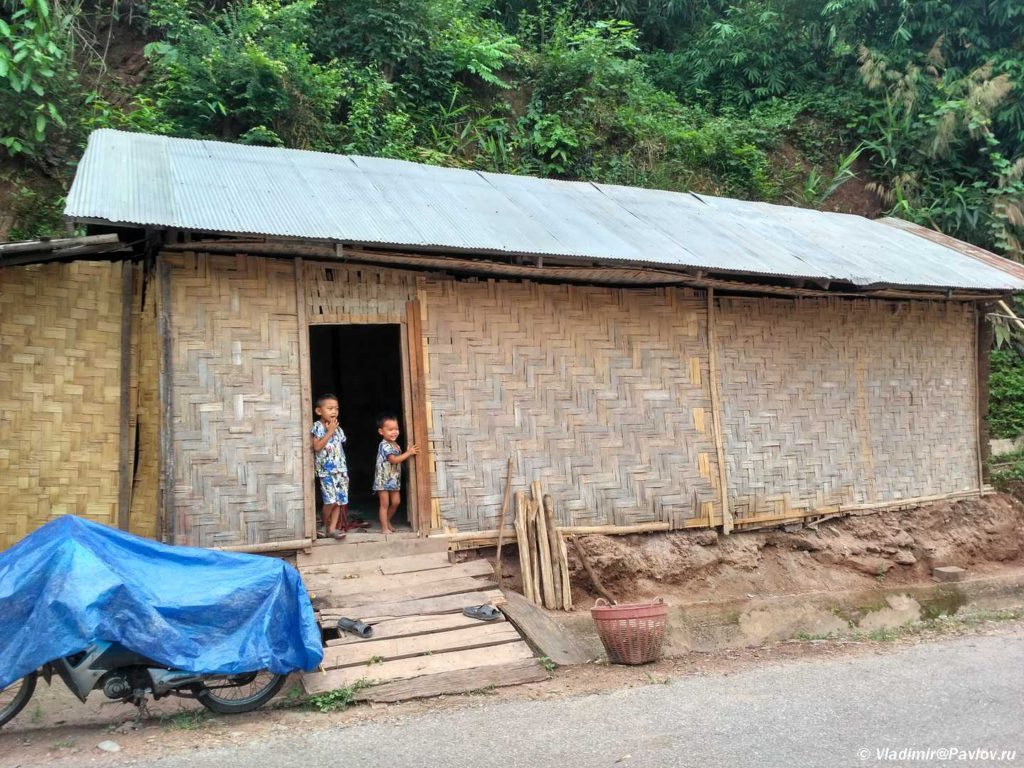 Dom v Pak Beng Pak Beng. Laos 1024x768 - Пак Бенг (Pak Beng). Круиз по Меконгу. Лаос