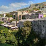 Doma na naberezhnoj reki Neretva u Starogo Mosta. Bosniya i Gertsegovina Mostar 150x150 - Старый Мост (Stari most) - достопримечательность в Мостаре (Mostar)