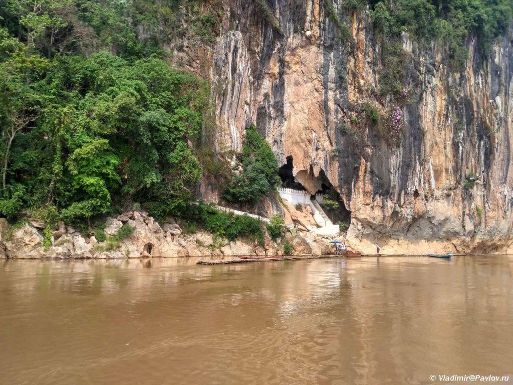Dostoprimechatelnost Laosa. Peshhery Paku. Luanphabhangk 1024x768 - Круиз на лодке по Меконгу