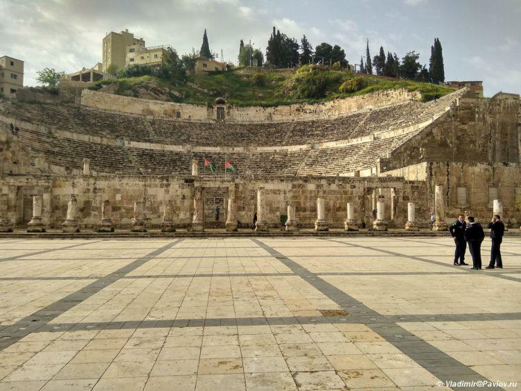 Dostoprimechatelnost stolitsy Iordanii rimskij amfiteatr. Roman amphitheater of Amman Jordan 750x563 - Столица Иордании Амман. Amman, Jordan.