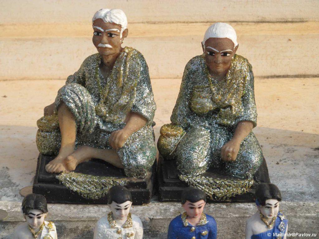 Figurki mudretsov 1024x768 - Лаос. Прибытие в Луанг Прабанг (Luang Prabang)