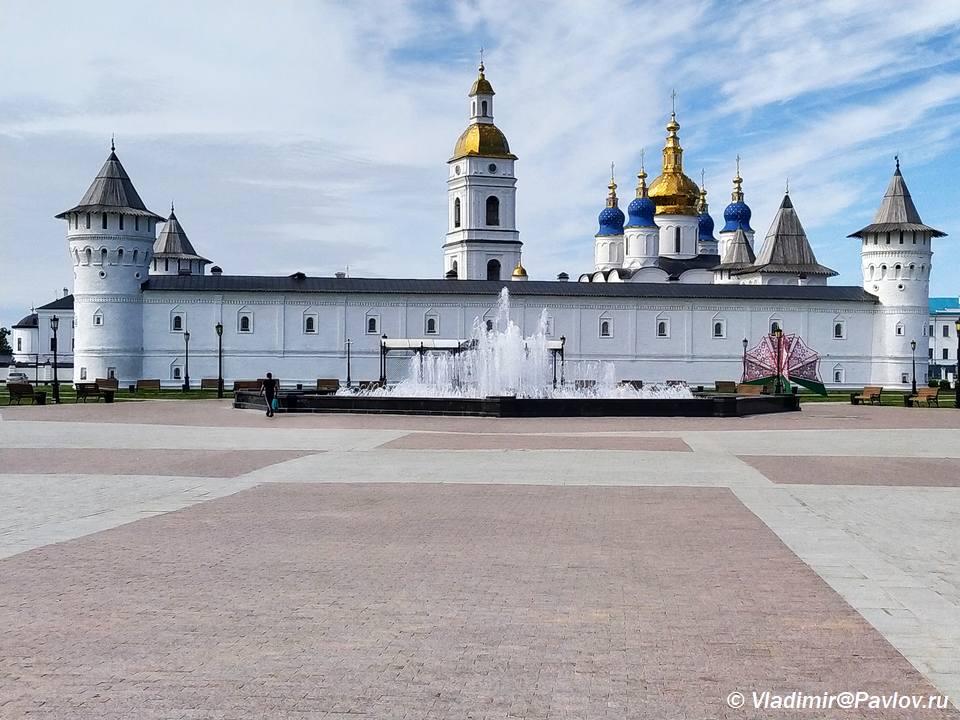 Fontan na Krasnoj ploshhadi tobolska Gostinyj dvor - Красная площадь Тобольска и Гостиный двор
