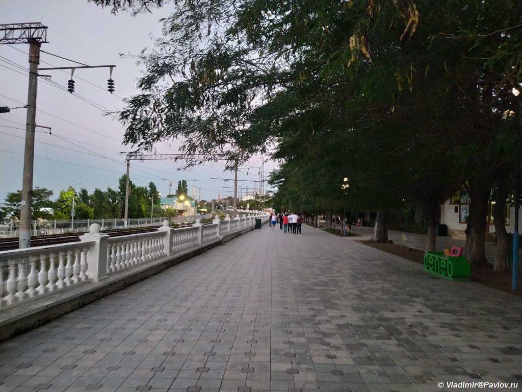 Gorodskaya naberezhnaya v Mahachkale. Dagestan 1024x768 - «Каспийский форт Боярд», дорога в Махачкалу