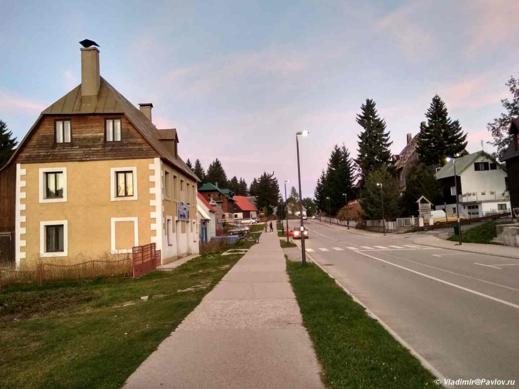 Gostevye doma v ZHablyak. Natsionalnyj park Durmitor. CHernogoriya 1024x768 - Жабляк (Жабљак/Žabljak). Нац. парк Дурмитор. Черногория