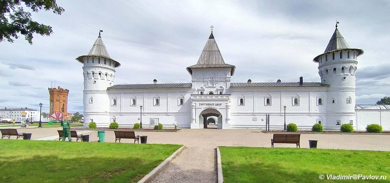Gostinyj dvor Tobolska. Dostoprimechatelnost - Красная площадь Тобольска и Гостиный двор