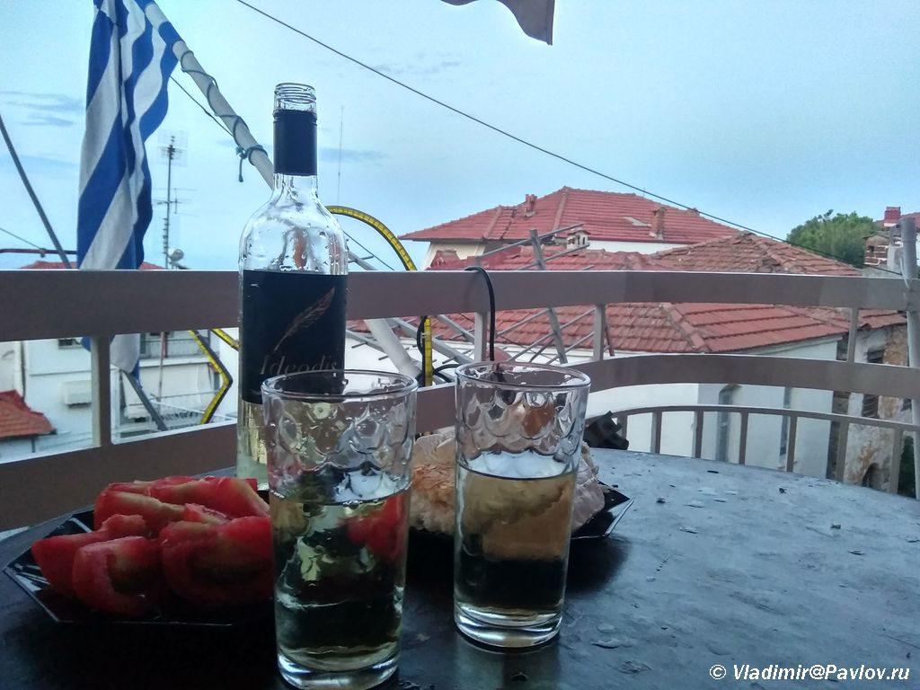 Grecheskij uzhin. Syr pomidory olivki i vino 1024x768 - Греция. Автостоп на автостраде, знакомство с полицией. Литохоро, Litochoro