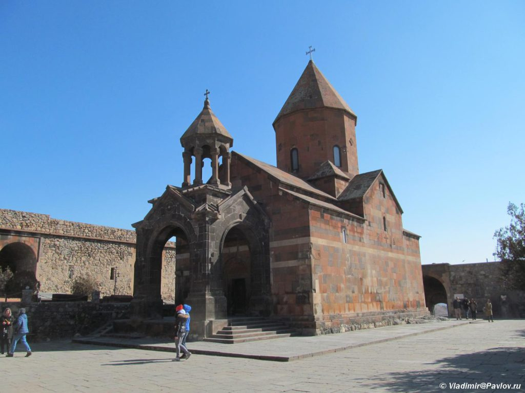 Hram v monastyre Hor Virap glubokaya temnitsa. Armeniya 1024x768 - Арарат и монастырь Хор Вирап (Khor Virap). Достопримечательности Армении