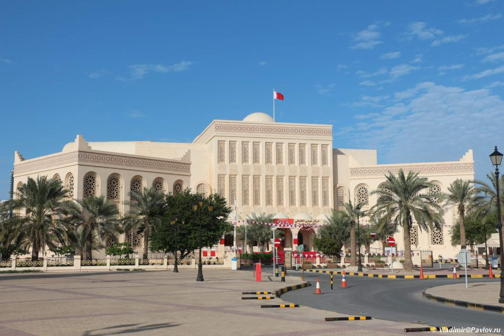 Islamskij kulturnyj tsentr ryadom s Bolshoj mechetyu. Manama Bahrejn. Manama Bahrain 1024x683 - Соборная мечеть Аль-Фатих в Манаме. Al-Fatih Mosque / Great Mosque