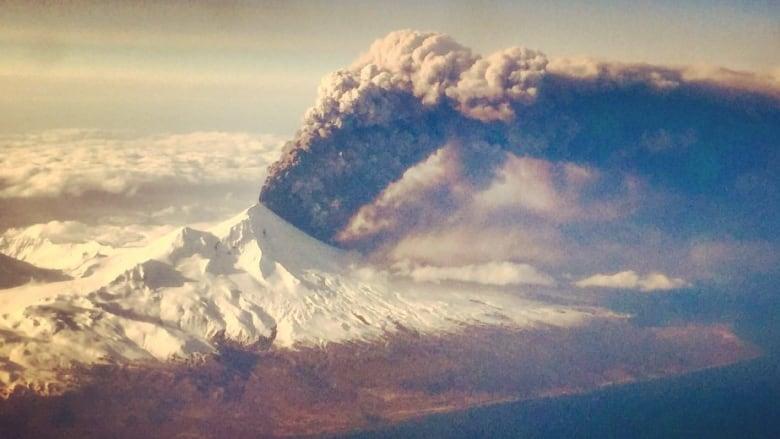 Izverzhenie vulkana Pavlova - Вулкан Павлова (Pavlof Volcano), острова и залив Павлова
