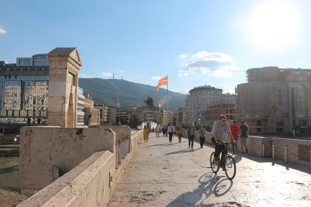 Kamennyj most soedinyayushhij dve chasti Skope - Достопримечательности Скопье, продолжение