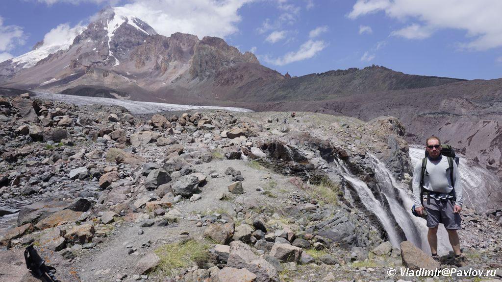 Kazbek lednik vodopad i ya 1024x576 - Увидеть Горы. Эльбрус, Казбек или Олимп?