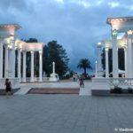 Kolonada v kurortnom parke Batumi 150x150 - Достопримечательности Батуми. Али и Нино. Хинкали. 23