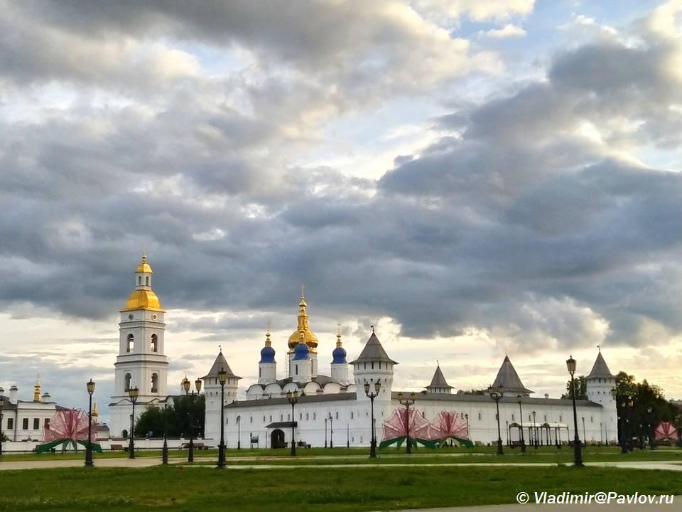Krasnaya ploshhad Tobolska pered Gostinym dvorom - Красная площадь Тобольска и Гостиный двор
