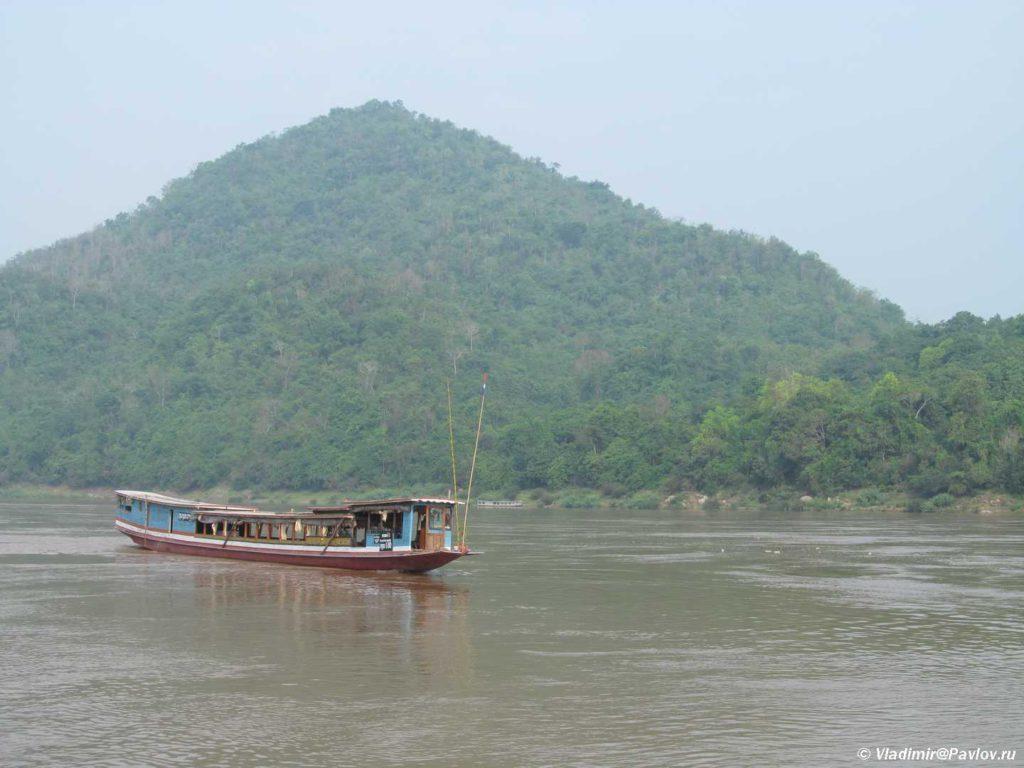 Lodka Slou bot Slow boat na Mekonge 1024x768 - Наша лодка по Меконгу