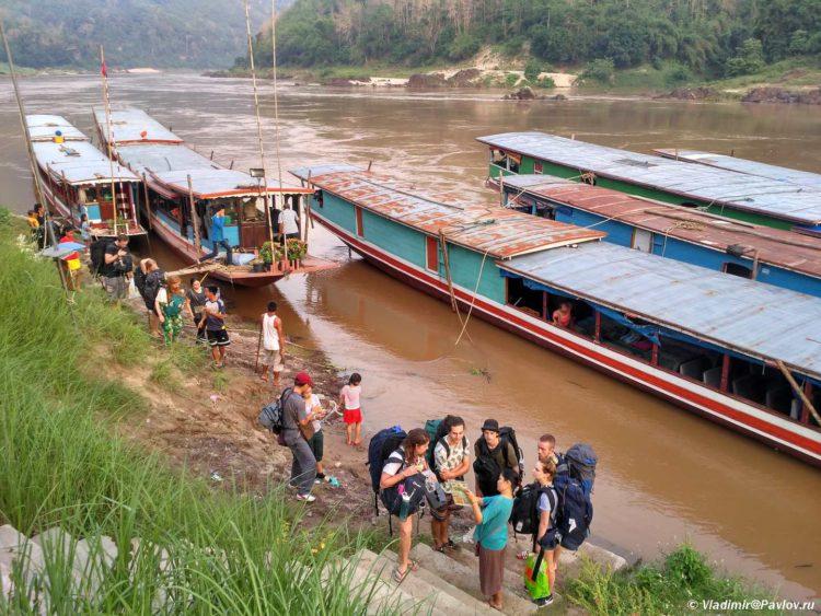 Lodki na Mekonge. Passazhirskoe soobshhenie po Mekongu v Laose 750x563 - Судоходство по Меконгу. Лаос