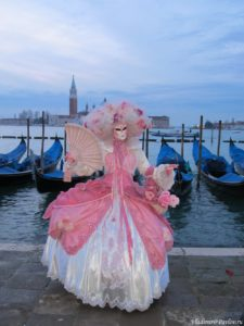 Maska na naberezhnoj 1 225x300 - Карнавал в Венеции