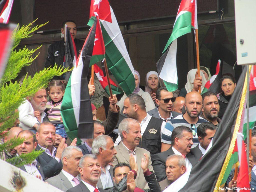 Miting v podderzhku korolya Iordanii Abdilly 1 1024x768 - Митинг и политика по-иордански, с песнями и танцами