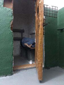 Moj dorogoj znakomyj i poputchik Valentin zasnul v kartsere. Tobolskaya tyurma 225x300 - Ночь в тюрьме. Тобольский централ. Тюремный замок