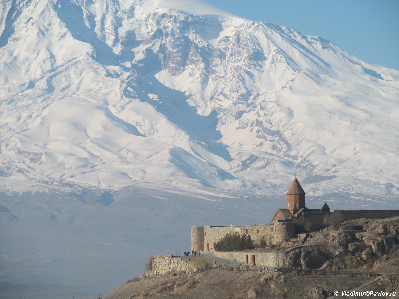 Monastyr Hor Virap Khor Vipar na fone Ararata. Armeniya - Арарат и монастырь Хор Вирап (Khor Virap). Достопримечательности Армении