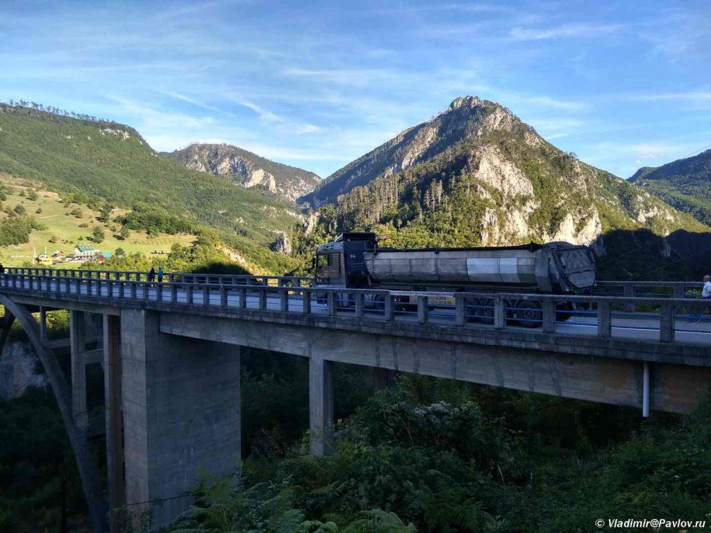 Most Dzhurdzhevicha Djurdjevica cherez reku Tara. CHernogoriya 1024x768 - Каньон Тары, мост Джурджевича (Djurdjevica). Черногория