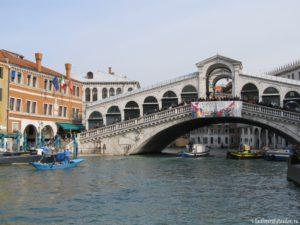 Most Realto v Venetsii 300x225 - Карнавал в Венеции