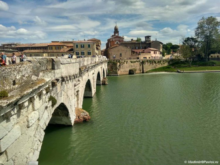 Most Tiberiya v Rimini. Ponte di Tiberio. Rimini 750x563 - Римини (Rimini). Начало и отправная точка.