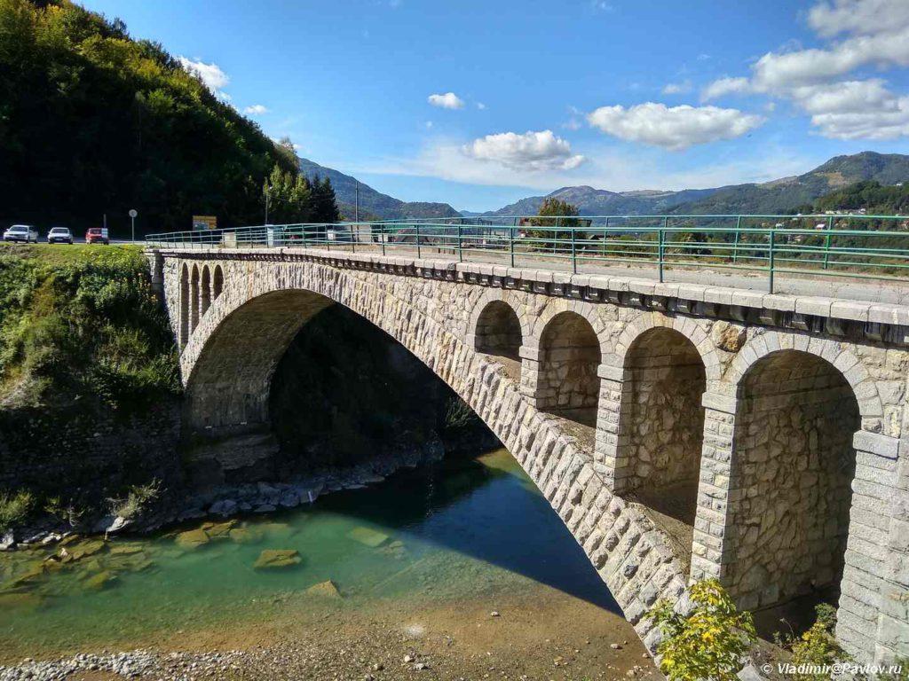 Most cherez reku Tara. Mojkovats Mojkovac. CHernogoriya 1024x768 - Каньон Тары, мост Джурджевича (Djurdjevica). Черногория