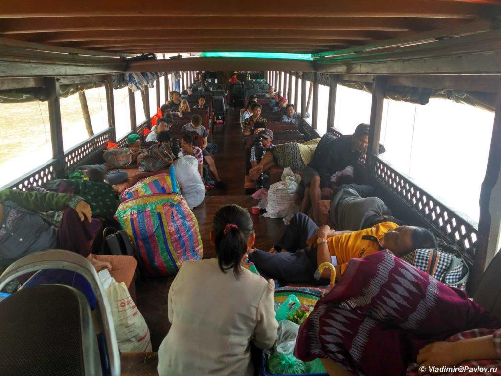 Na bortu lodki v kruize po Mekongu Slow bot. Laos 1024x768 - Организация путешествия в Лаос