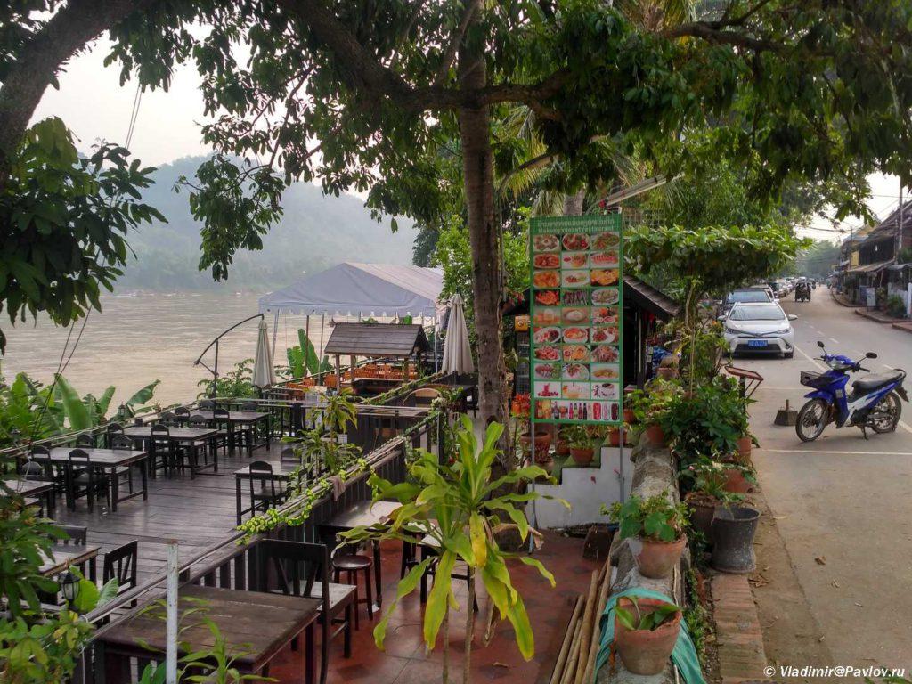 Naberezhnaya Mekonga v Luang Prabange. Laos. Laos. Luang Prabangh 1024x768 - Жилье в Луанг Прабанге. Отели с бассейном. Наша вилла.