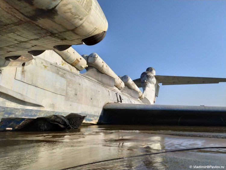 Naduvnye pontony dlya transportirovki raketoplana Lun. Dagestan 750x563 - Достопримечательность Дагестана - экраноплан Лунь