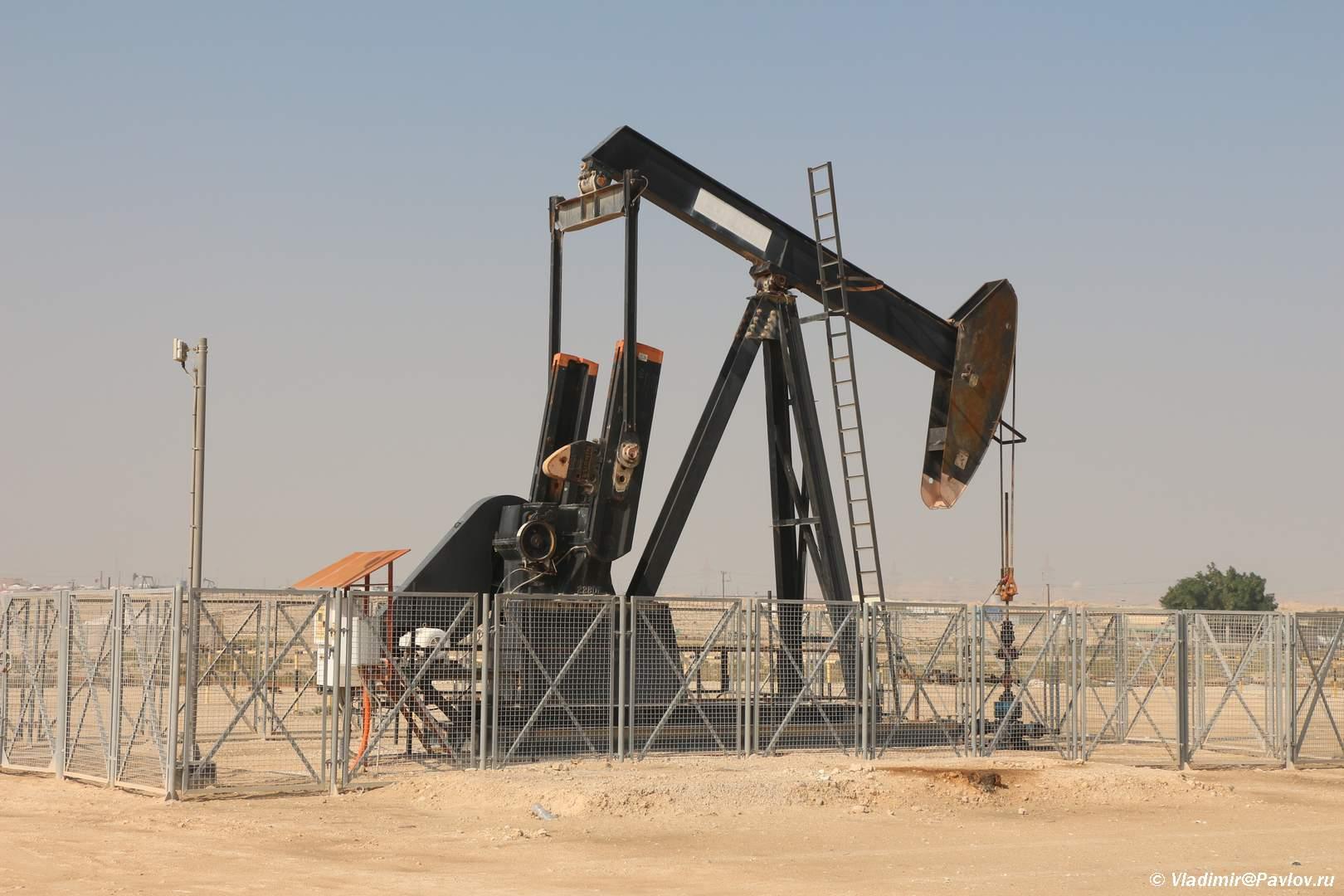 Nasos kachalka. Neftyanoe mestorozhdenie v Bahrejne. Bahrain oil field - Нефть - Черное Золото Бахрейна