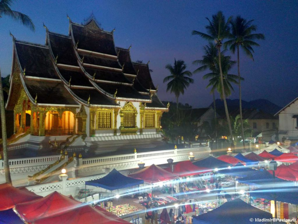 Nochnoj rynok v Luang Prabang. Laos 1024x768 - Храмы и Закаты на Храмовой Горе Пху Си (Phu Si Mount)