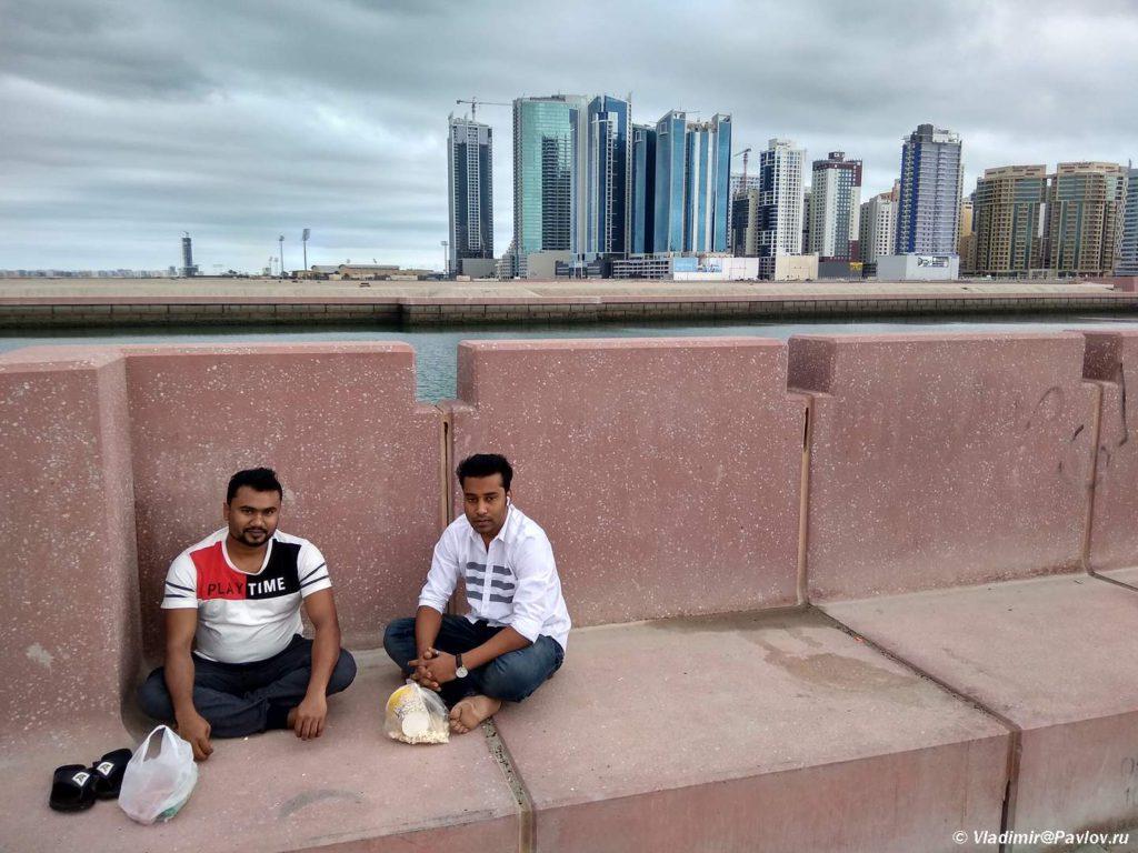 Obed s vidom na Dzhufejr Bahrejn 1024x768 - Прогулка по столице Бахрейна, Манаме