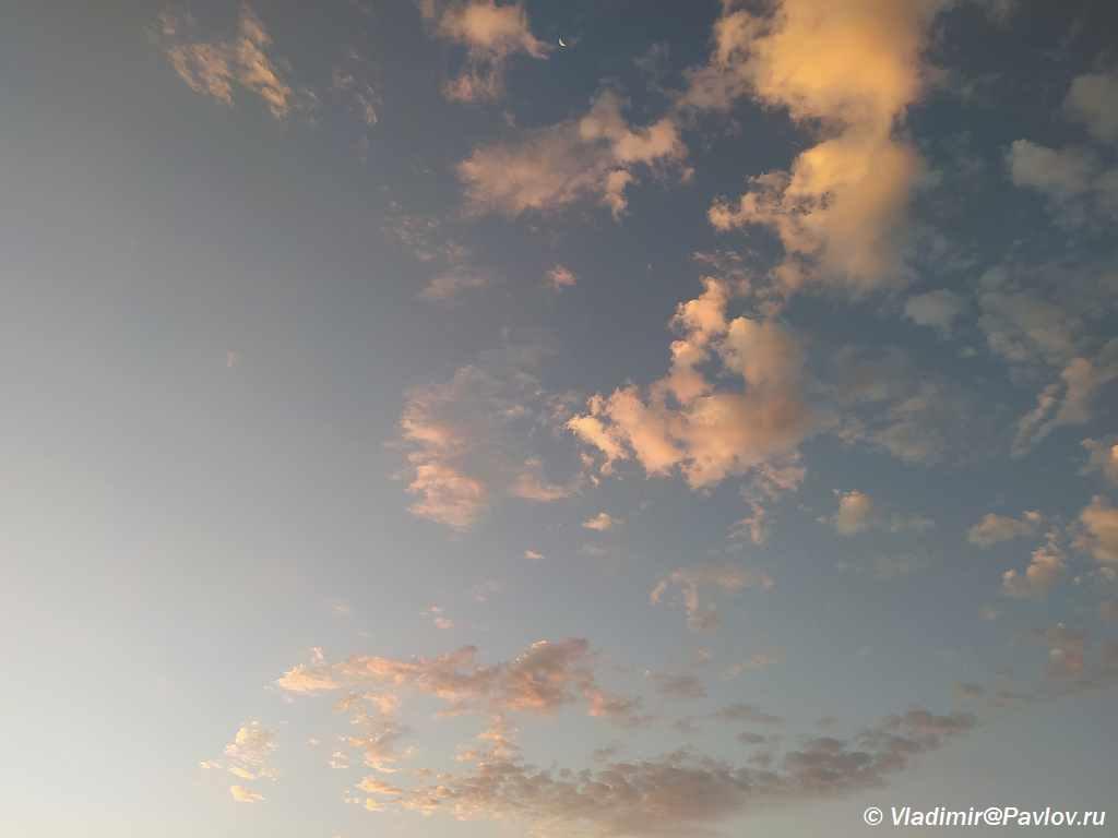 Oblaka na voshode. Dagestan 1024x768 - Доброе утро, Дагестан! Из аэропорта пешком на море