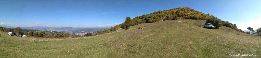 Obratnaya storona vershiny piramidy Solntsa v Vysoko. Bosniya i Gertsegovina 1024x229 - Подъем на вершину пирамиды Солнца