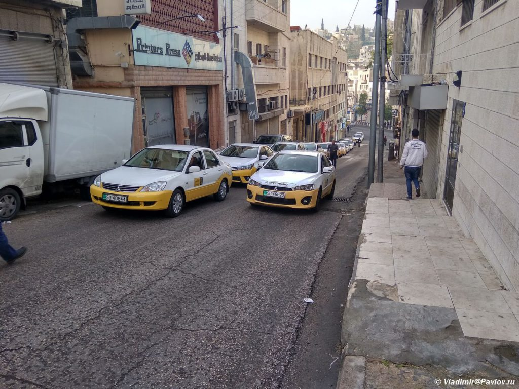 Ochered iz taksi v Ammane. Amman taxi Jordan 1024x768 - Столица Иордании Амман. Amman, Jordan.