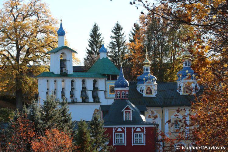 Osen v Svyato uspenskom Pskovo pecherskom monastyre. Pechory 750x500 - Печоры Псковские