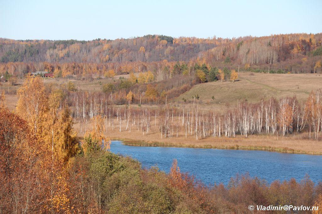 Osennij Izborsk. Gorodishhenskoe ozero - Словенские ключи и Городищенское озеро в Изборске