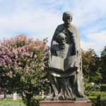 Pamyatnik Kirilu i Metodiyu v Ohride 150x150 - Набережная Охрида. Экскурсии по Охриду на лодках.