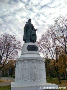 Pamyatnik Knyagine Olge v Pskove 225x300 - Прогулка по Пскову