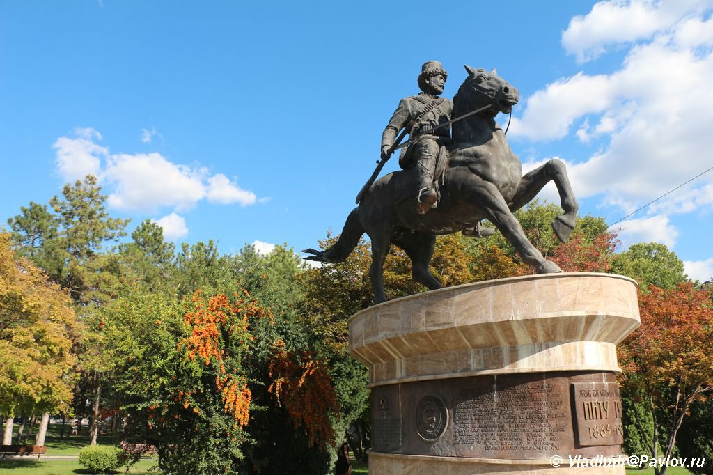 Pamyatnik Pitu Guli. Skope. Makedoniya 1024x682 - Столица Македонии. Город статуй Скопье. Референдум.