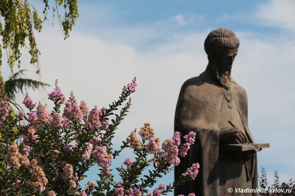 Pamyatnik Svyatomu Naumu Ohridskomu. Makedoniya 1024x682 - Набережная Охрида. Экскурсии по Охриду на лодках.