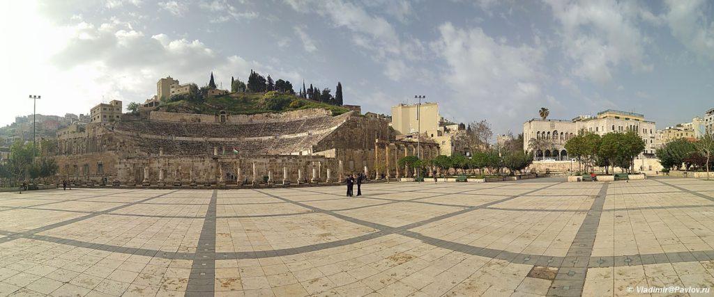 Panorama ploshhadi pered amfiteatrom v stolitse Iordanii Ammane. Amman Jordan 1024x427 - Столица Иордании Амман. Amman, Jordan.
